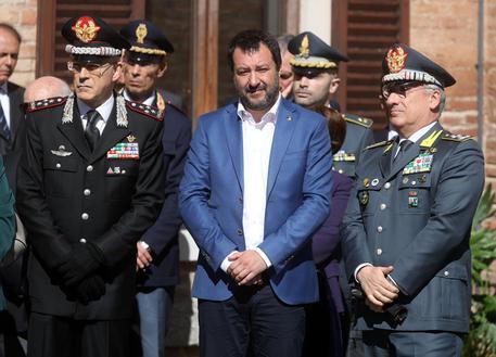 """Migranti: Salvini, indagato per sequestro persona. Il ministro: """"Per me i porti rimarranno chiusi"""" Per fatti commessi """"in Siracusa dal 24 al 30 gennaio 2019"""""""