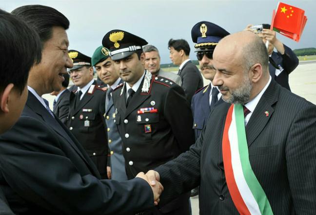 Ex fascisti a processo per truffa: chi c'è nel gruppo del ministero per i rapporti Italia-Cina