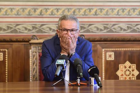 """Corruzione. Bufera sulla Lega a Legnano M5s: """"Cacciate il sindaco"""""""