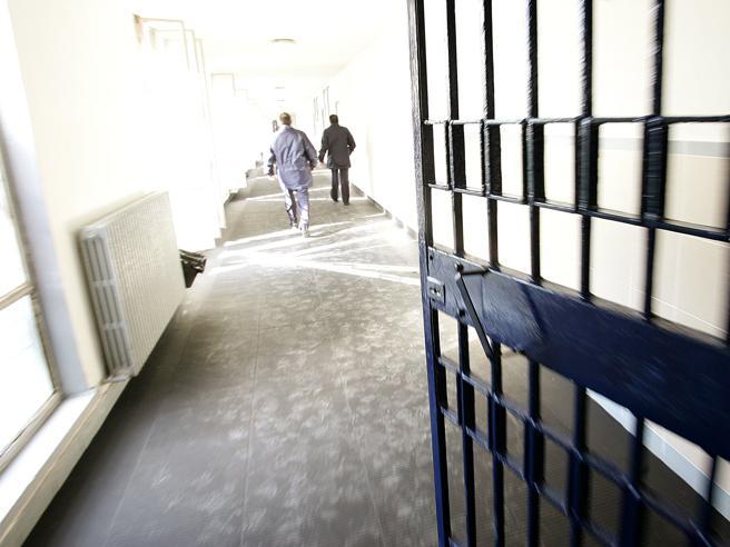 Corte Strasburgo, Italia riveda la legge sull'ergastolo: «Trattamenti inumani e degradanti».