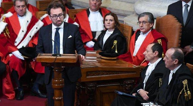 Csm, Bonafede illustra la riforma in Parlamento: stop ai magistrati in politica e nessun incarico nelle Procure dopo la fine del mandato