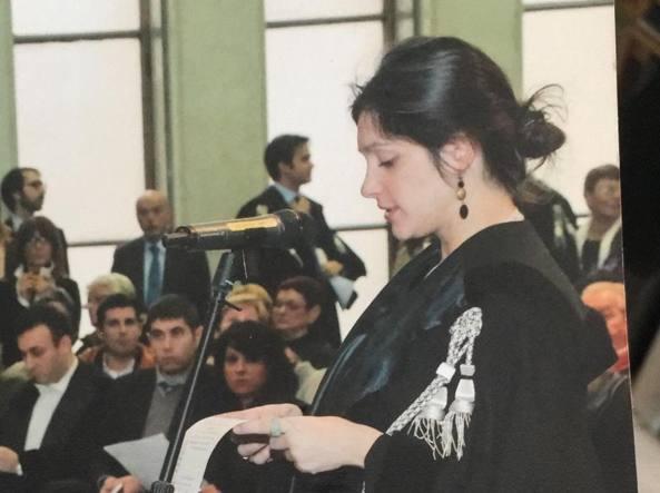 Milano, Monica, avvocato incinta all'ottavo mese, e i diritti negati: sostegno e proteste in rete