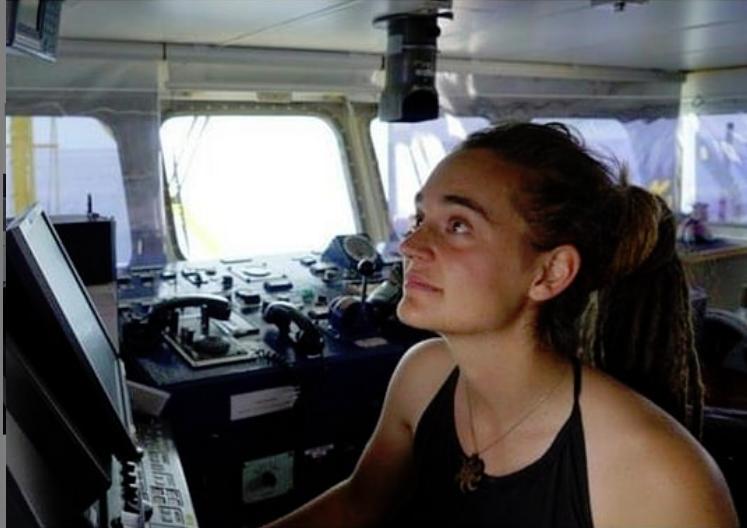 """Se Carola Rackete, capitana della Sea Watch, potesse parlare con Matteo Salvini gli ricorderebbe che """"non si gioca con la vita delle persone"""""""