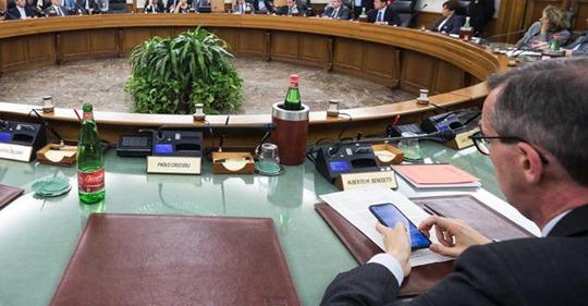 Terremoto al Csm, si dimettono tre consiglieri. Cinque indagati. Forza Italia a Mattarella: 'Ora sciolga il Consiglio.