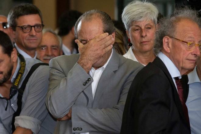 L'ultimo saluto a Borrelli, Di Pietro rimette la toga e si commuove