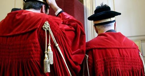 Avvocato senza procura speciale paga le spese di giudizio in Cassazione: la sentenza