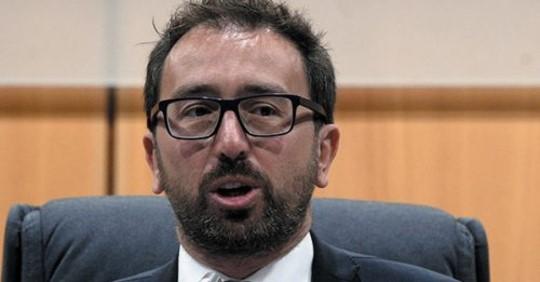 Magistrati, cambia tutto: il Csm eletto per sorteggio. Nella riforma del ministro Bonafede anche le sanzioni per i giudici lenti