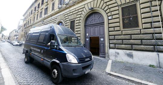"""Carabiniere ucciso a Roma, gli avvocati di Elder: """"Aveva paura di essere strangolato"""". Il 19enne non ha confermato la versione al gip"""